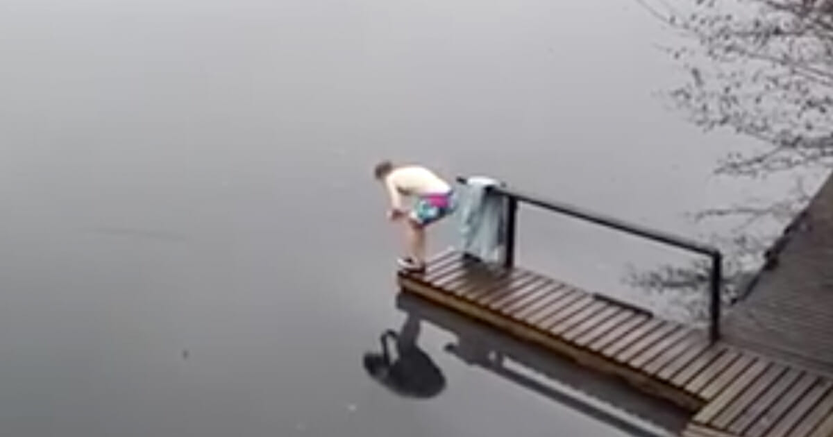 Crazy Finnish dives in ice-cold water